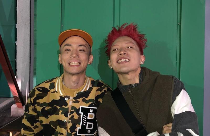 《Show Me the Money》第7季冠軍Nafla(右)與Loopy承認在去年曾吸食大麻。(翻攝自mkitrain IG)