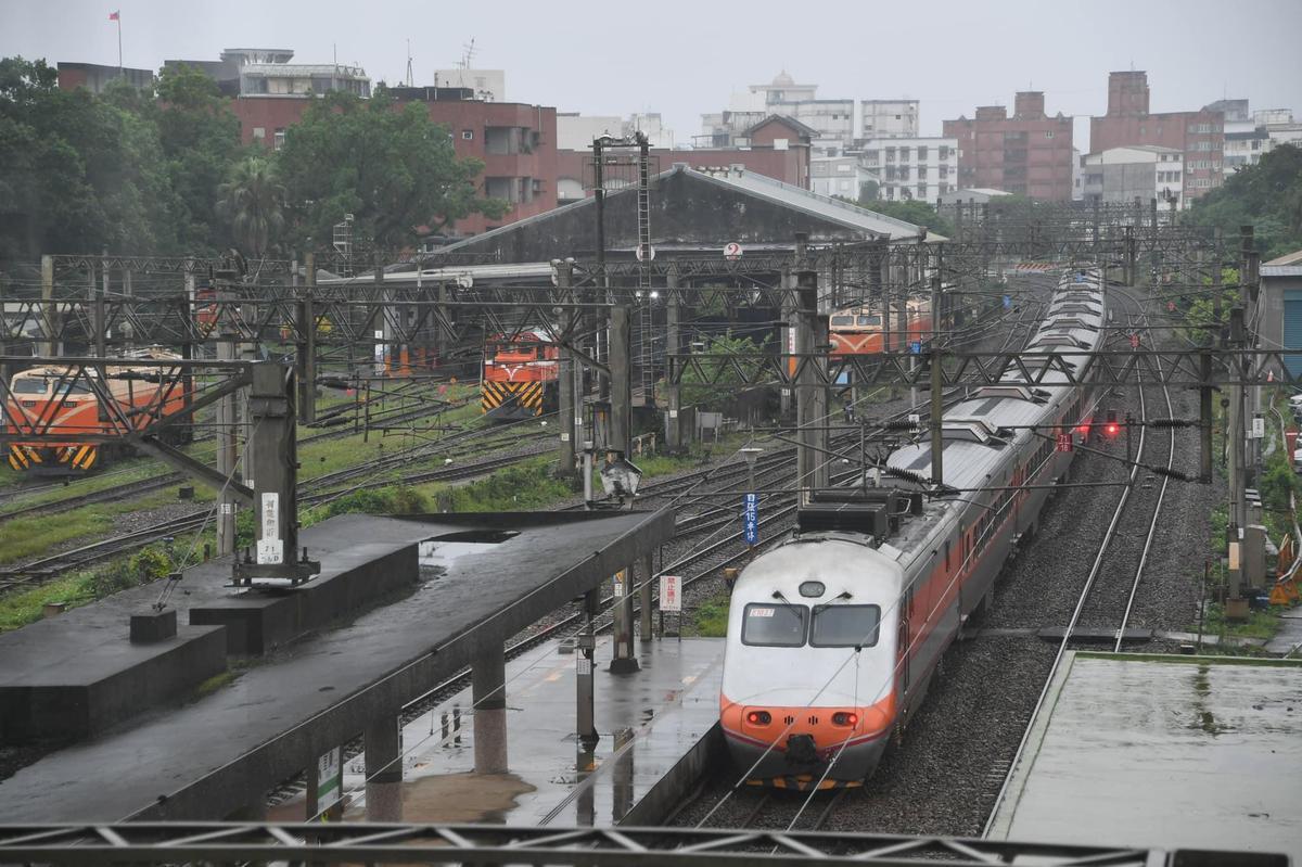 高鐵延伸宜蘭進度超前,引發歷經10年爭取高鐵的屏東人不滿。(翻攝自林佳龍臉書)