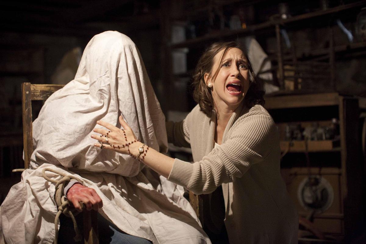 《厲陰宅》的成功掀起了近年影壇一股驅魔電影的熱潮,精心安排的各種嚇人場景也讓觀眾心跳加速。(華納兄弟提供)