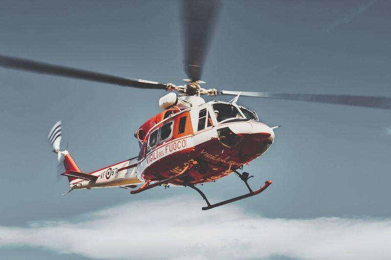 南投一處工廠鐵皮屋倉庫遭爆料,指內藏2架直升機,還違法偷開。(示意圖,翻攝自pixabay)