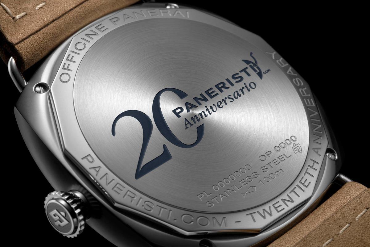 實心後底蓋寫下Paneristi.com 20週年紀念字樣。