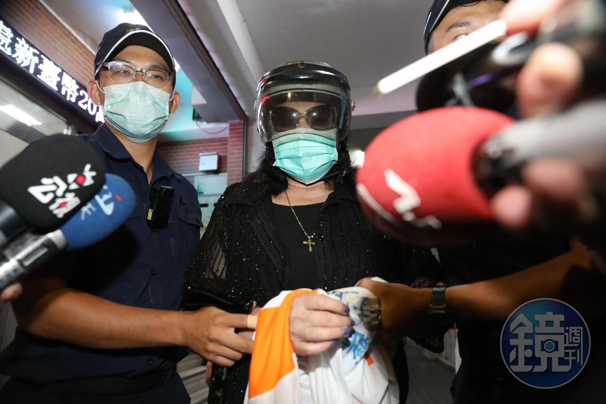鄭惠中8月時在故前總統李登輝追思會場潑漆,遭警方逮捕,如今竟又出言不遜。(本刊資料照)