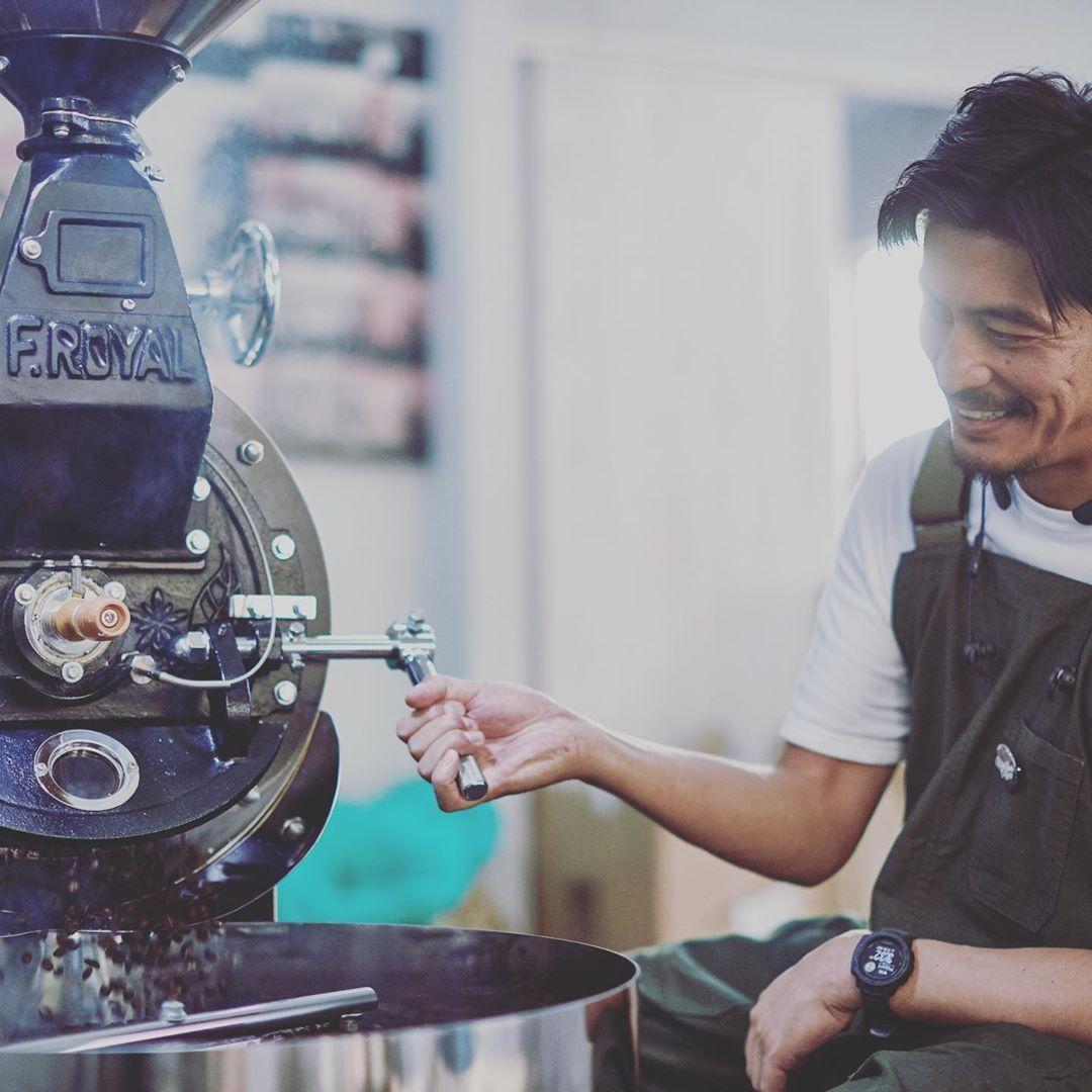 坂口憲二藉咖啡店展開第二人生。(翻攝The Rising Sun Coffee IG)