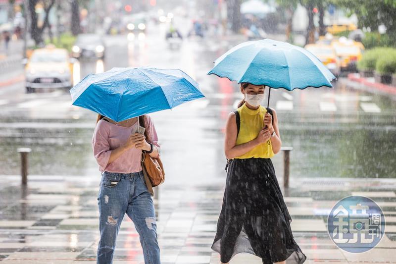 氣象局針對7縣市發布豪大雨特報。