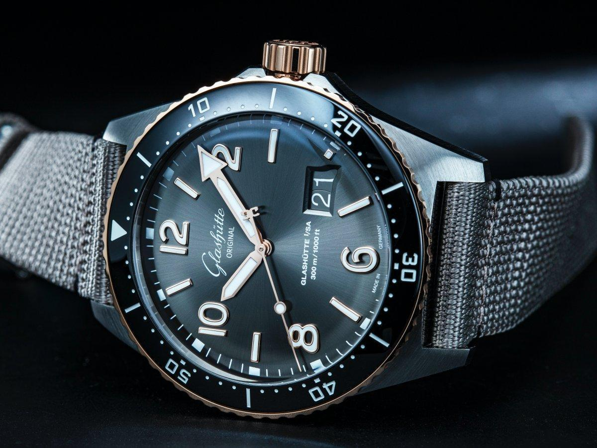 格拉蘇蒂原創SeaQ潛水錶大日曆半金錶款,在樸質的造型中,融入頂級奢華的質感。