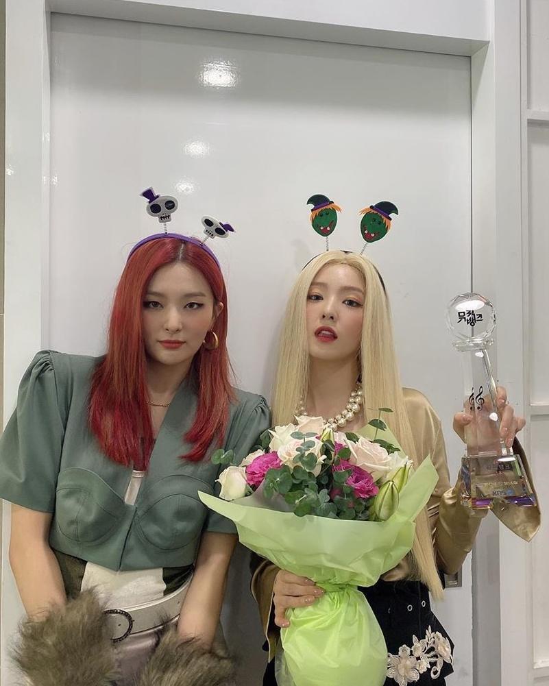 控訴Irene的文章最後打上Irene和澀琪(左)小分隊的新歌為Hashtag,直接暗示文中所指的女星是二者之一。(翻攝Irene IG)