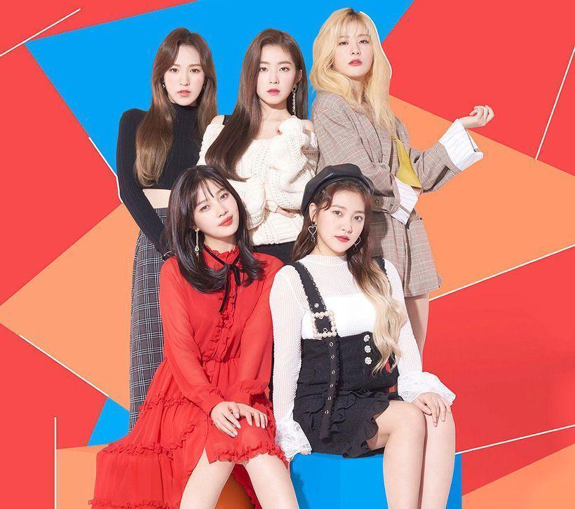 Irene(後排中)是Red Velvet的隊長,以漂亮的臉蛋出名。(網路圖片)