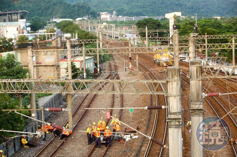 台鐵519斷軌事件被爆「吹哨者」遭連帶懲處、調職,引發關注。示意圖。(本刊資料照)