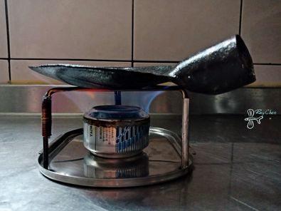 有網友表示從跳蚤市場挖到好物,詢問「這形狀的工具是什麼?」。(翻攝自PTT)