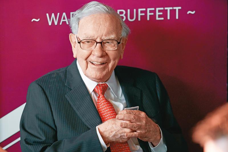 波克夏公司很像1檔主動型基金,投資的個股數量約50檔,而巴菲特就是經理人。(東方IC)