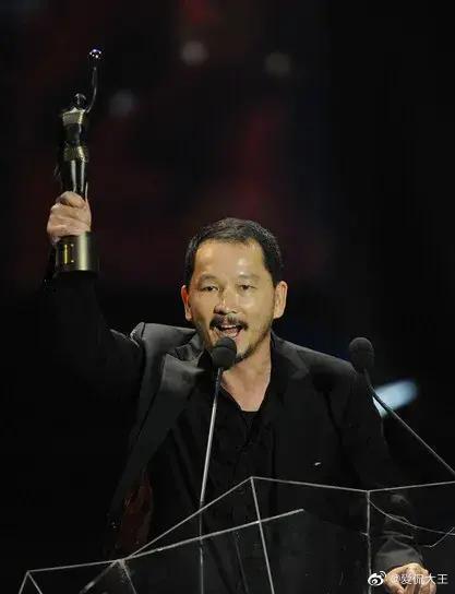 廖啟智是香港演藝圈知名綠葉,曾2度奪下香港金像獎最佳男配角獎。(翻攝自愛侃大王微博)