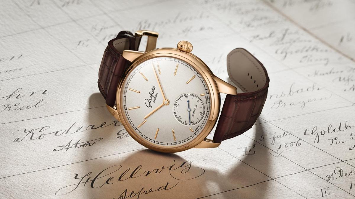 GLASHÜTTE ORIGINAL Alfred Helwig Tourbillon 1920 | 錶徑40mm/18K玫瑰金材質/時間指示、飛行陀飛輪裝置/54-01型手上鏈機芯/防水約30米/限量25只/建議售價NT$ 4,104,000