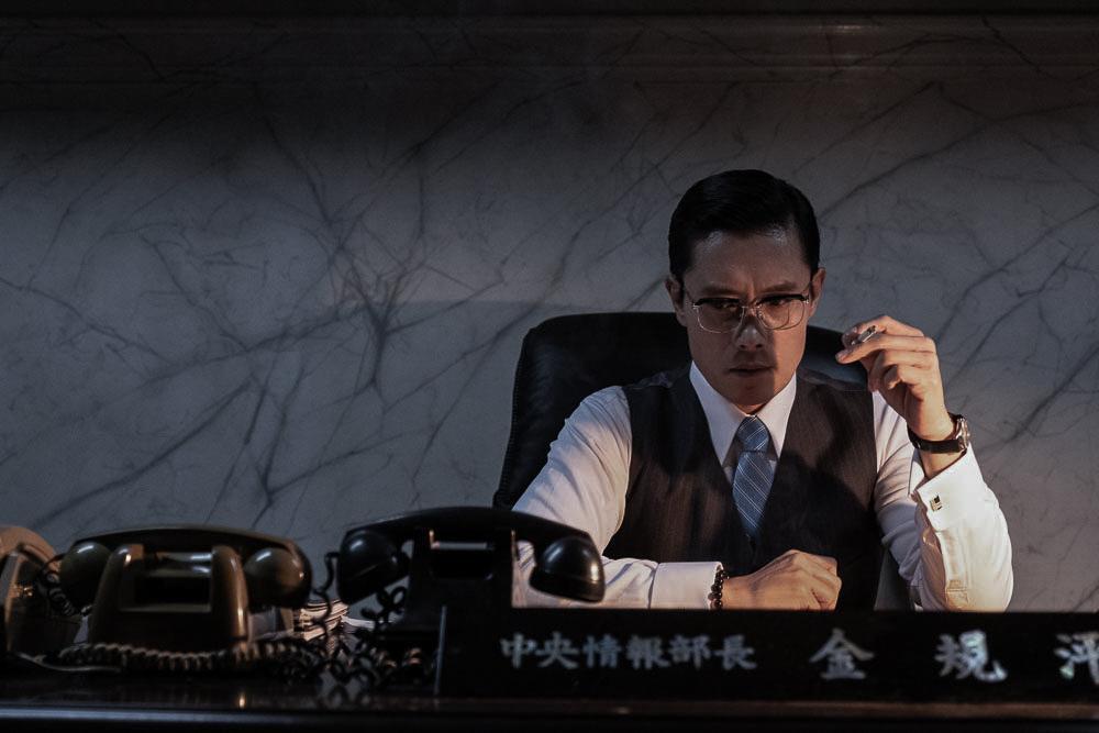 李秉憲主演《南山的部長們》獲獎無數。(車庫電影提供)