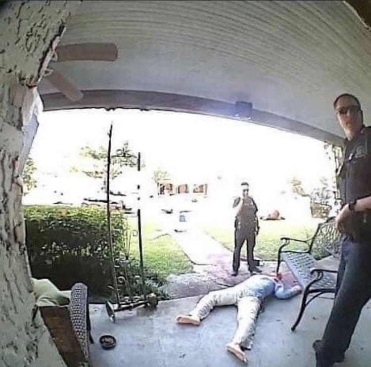 逼真的命案現場,多次引來警方登門拜訪。(翻攝自Steven Novak臉書)