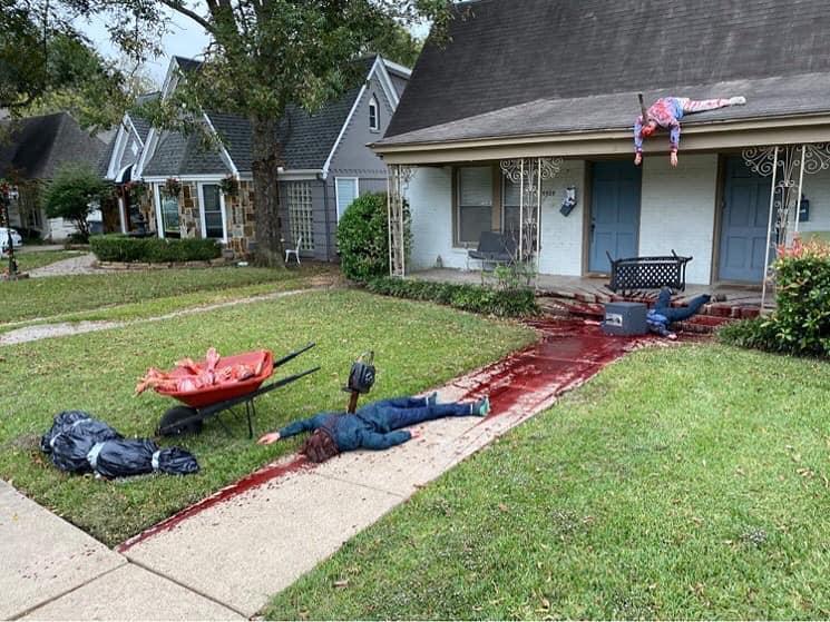 「犯罪現場」擺放多個死狀悽慘的屍體。(翻攝自Steven Novak臉書)
