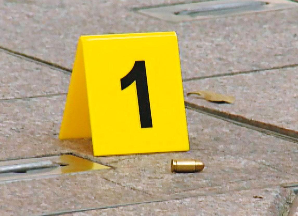 殺手開了二槍將楊慶順擊斃,現場留下彈殼。(東森新聞提供)