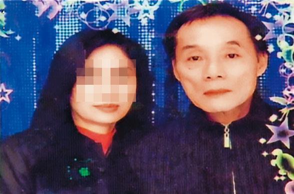 有賭場教父之稱的楊慶順(右)愛上小三(左),二人還曾拍下合照。(翻攝畫面)