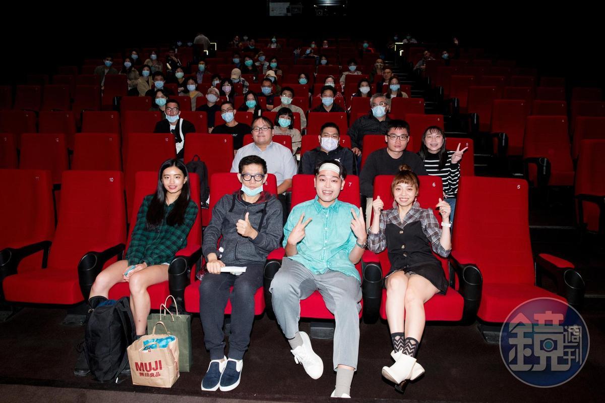YouTuber龍龍、又仁、塗翔文與觀眾一起觀看《感官世界》。