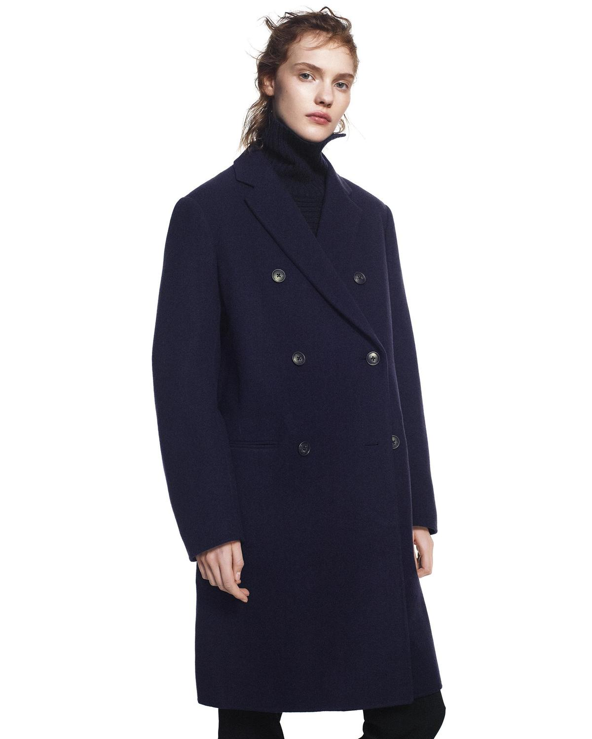 +J雙面織紋雙排扣大衣。NT$7,990。(台灣優衣庫提供)