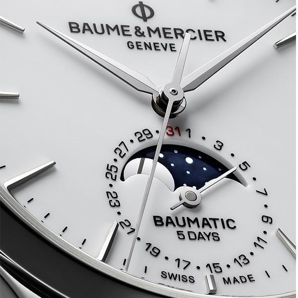 名士今年的Baumatic有兩款月相錶,除了星期日期月相款之外,還有這款日期月相的組合,面盤的配置相對比較簡潔,31日的數字以紅色標示,跟1比較不會有貼得很近的感覺,用顏色爭取到了一些空間感。