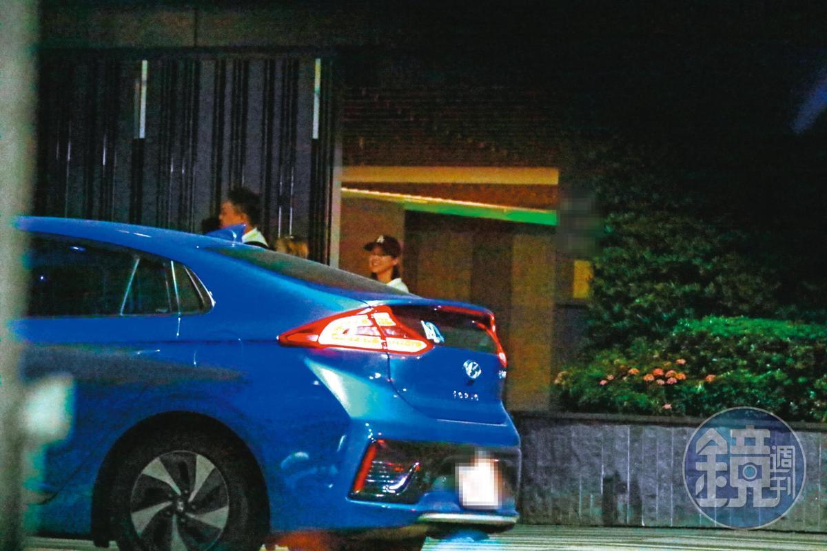 10月25日02:40,在鬼鬼家裡聚會結束後,洪詩、李佳穎等人先行離開。
