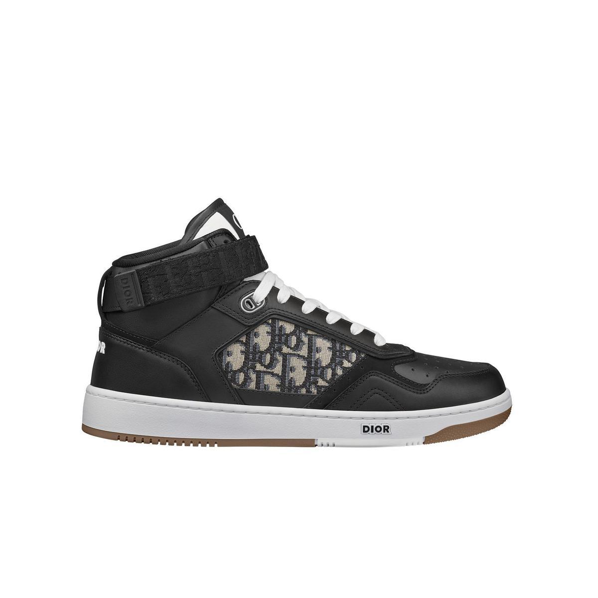 黑色光滑小牛皮與Dior Oblique緹花中筒休閒鞋。NT$37,000(DIOR提供)