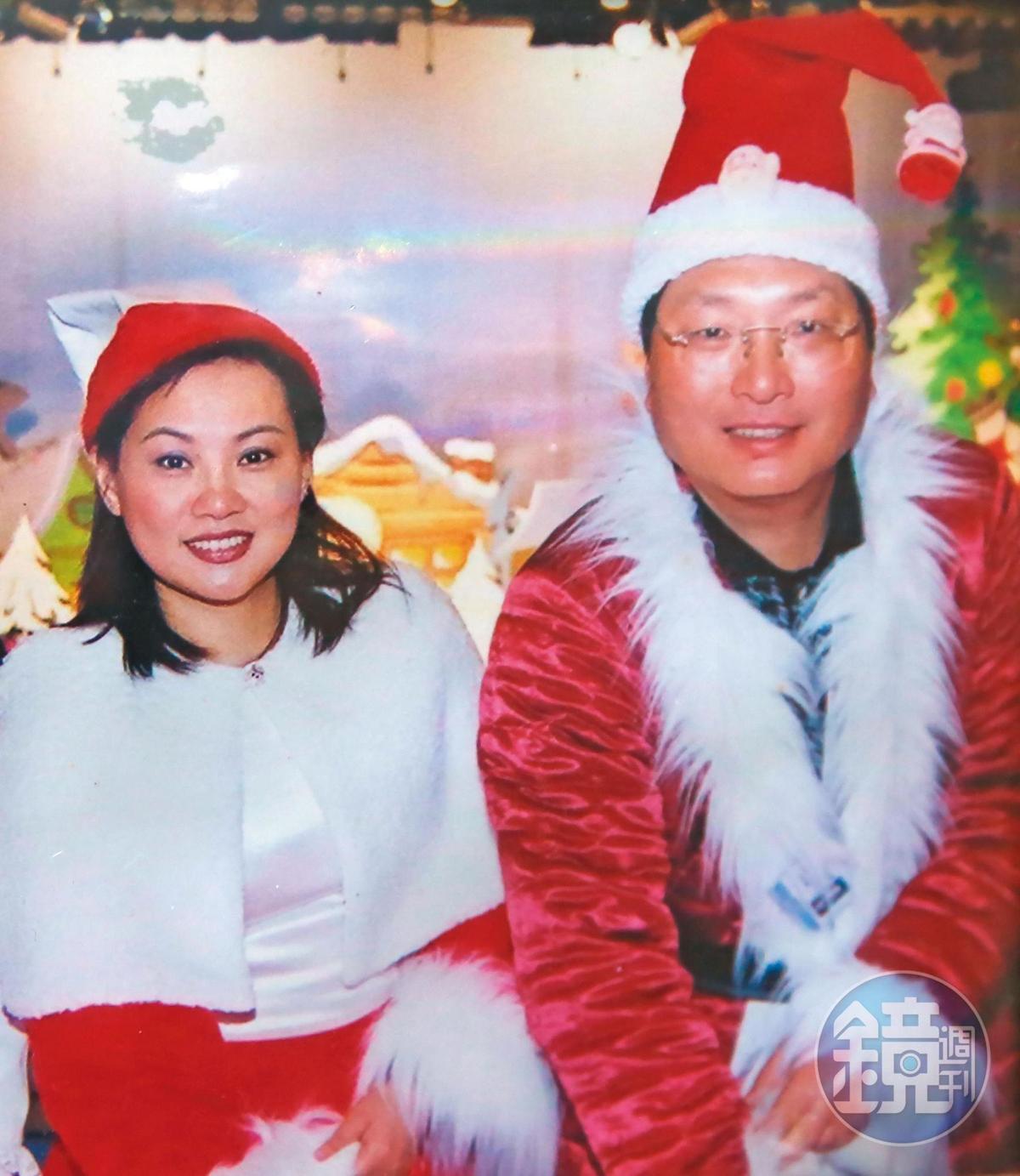 王令麟(右)與蔡咪咪(左)在遭力霸案波及前,經常一起從事公益活動。(翻攝畫面)