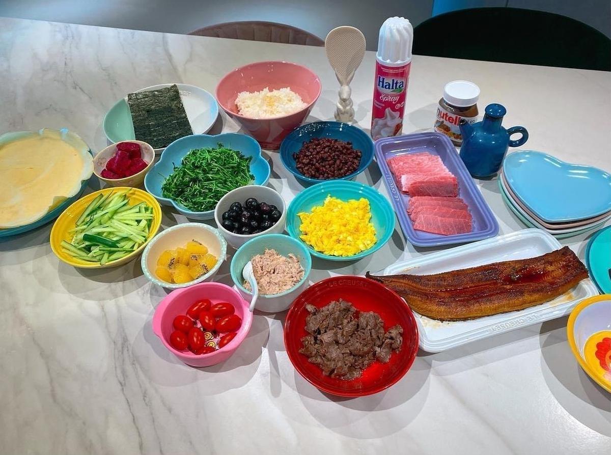 福原愛分享生日餐桌上的料理,和公公、婆婆、老公及孩子們一起舉辦壽司、可麗餅趴。(翻攝自福原愛臉書)