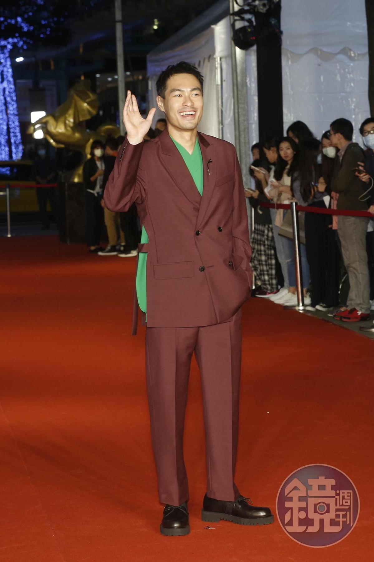 楊祐寧自曝高中參加熱舞社,目的是想把妹,而他苦練國標舞,戲裡跳得有模有樣。