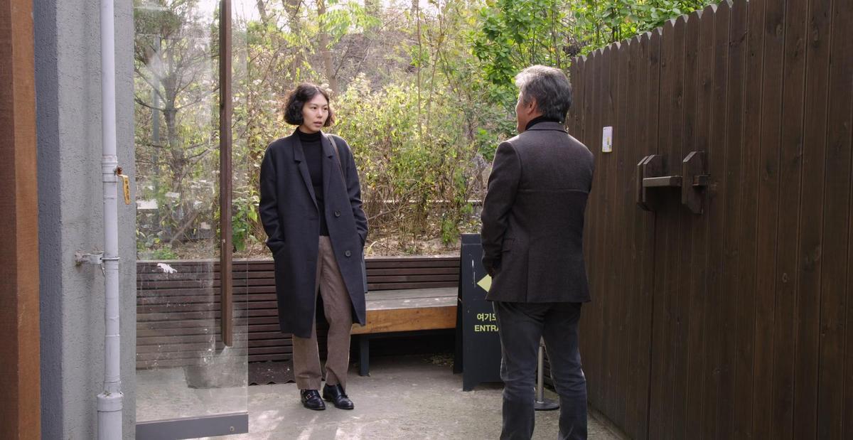 金珉禧與前男友權海驍偶遇的尷尬氛圍,令觀眾也覺得坐立難安。(可樂電影提供)