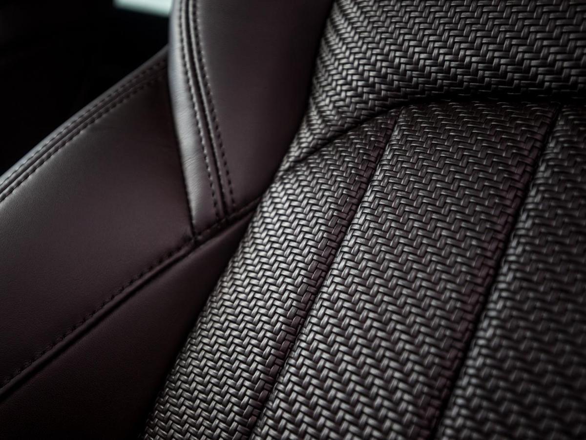 新年式Levante GranSport還首度導入過往未曾運用在汽車內裝上的 - Ermenegildo Zegna Pelletessuta編織皮革座椅列為選用配備。