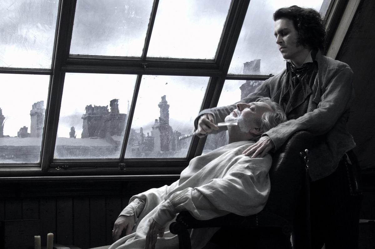 強尼戴普2007年的舊作《瘋狂理髮師》將重新上映,電影氣氛詭異陰沉,充滿割喉血腥。(聯影)