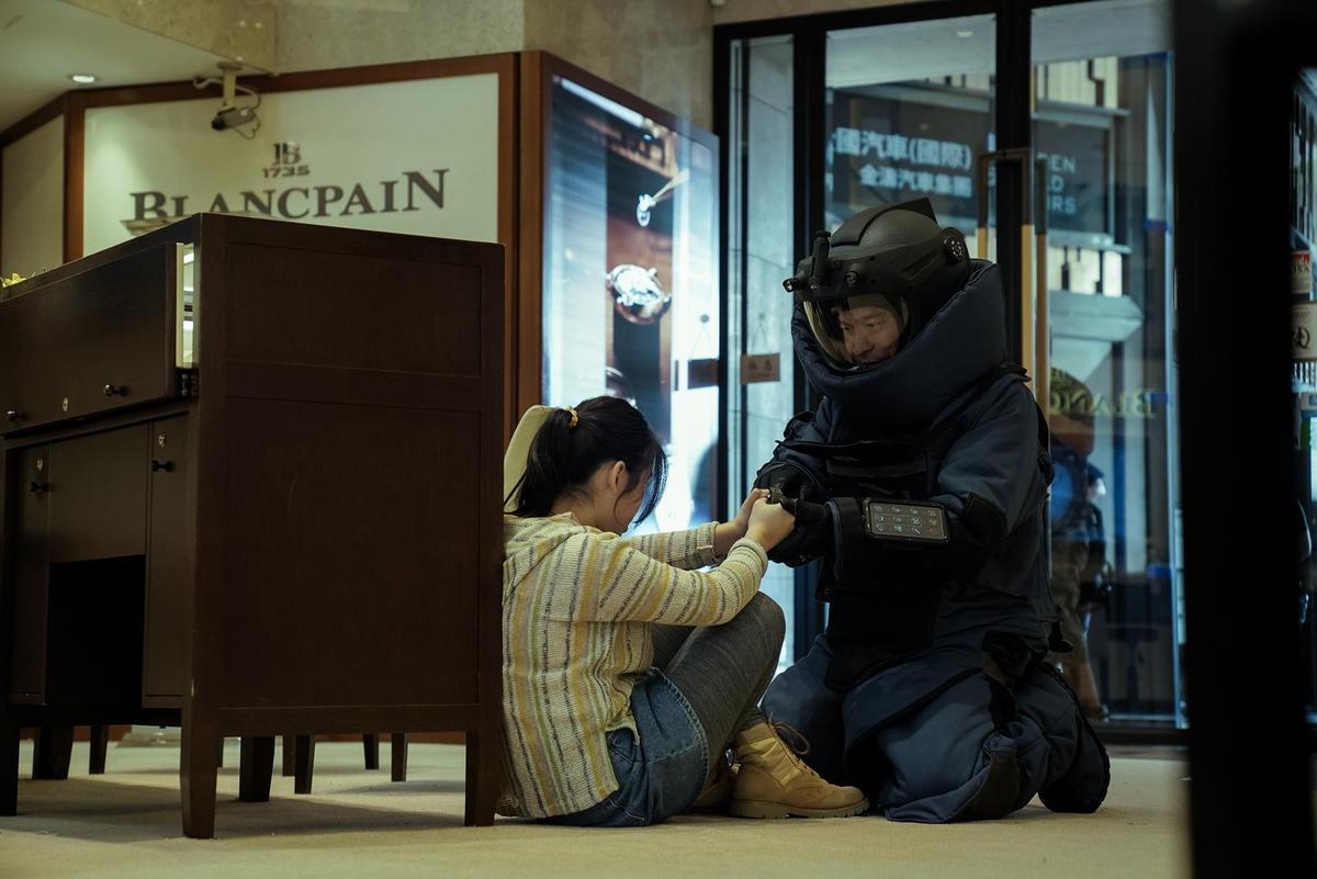 上一集劉德華飾演的「章在山」已殉職,這次他飾演的「潘乘風」身分成謎,亦正亦邪。(華映)