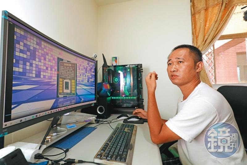 周子飛國中開始上網咖,擅長打線上遊戲,如今也常協助親友製作、剪輯影片。圖為他十分寶貝的電腦主機。