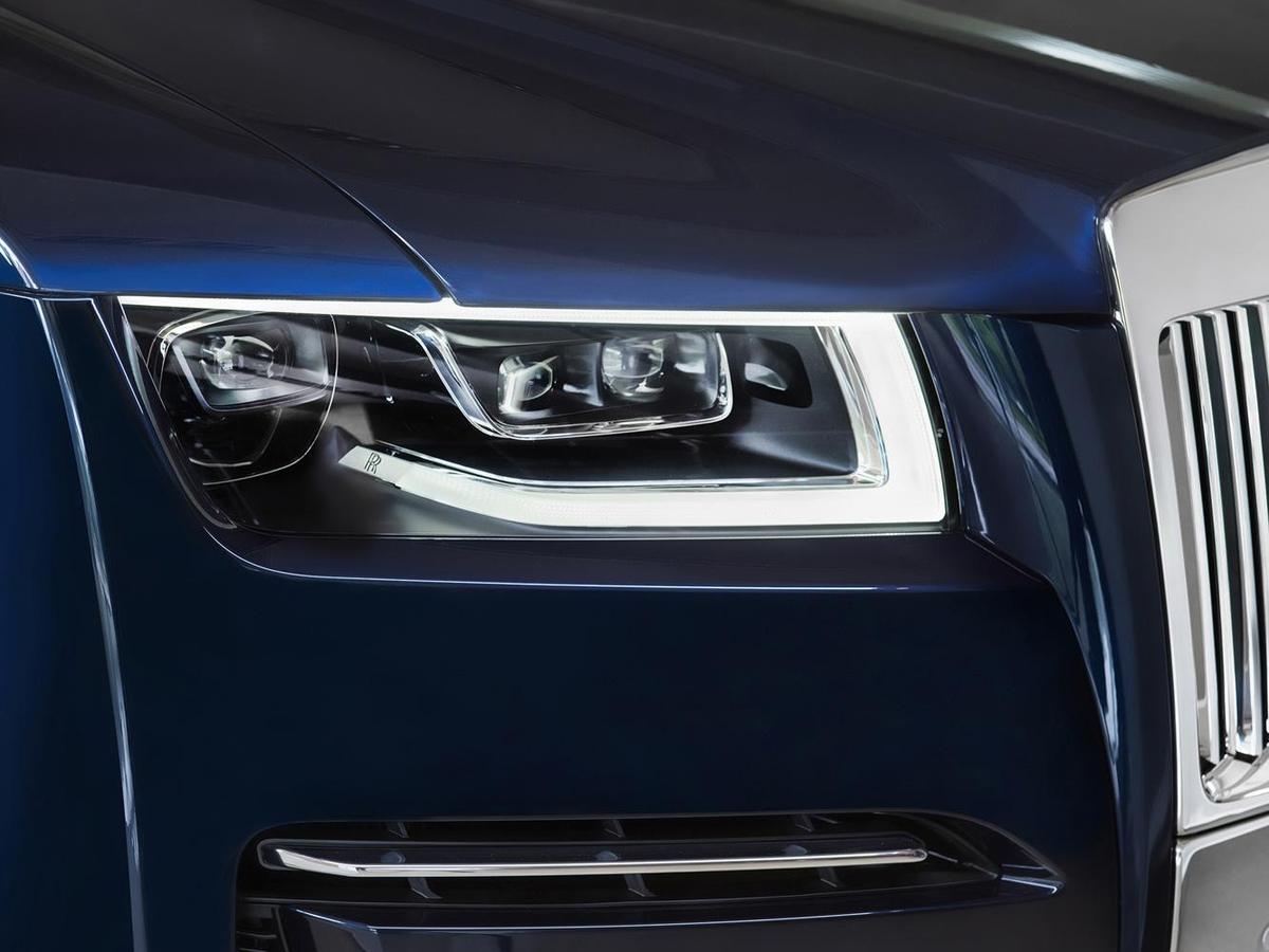 全新Ghost標配採用雷射頭燈,展現車壇尖端科技。