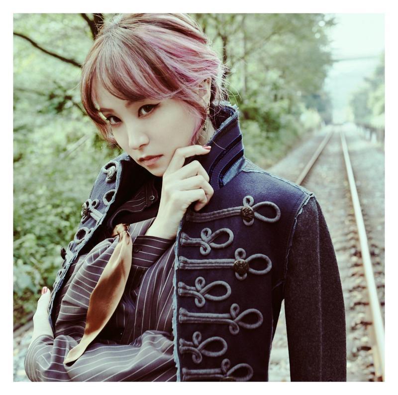 日本歌手LiSA因演唱《鬼滅之刃》動畫主題曲《紅蓮華》人氣暴漲。(翻攝自LiSA Twitter)
