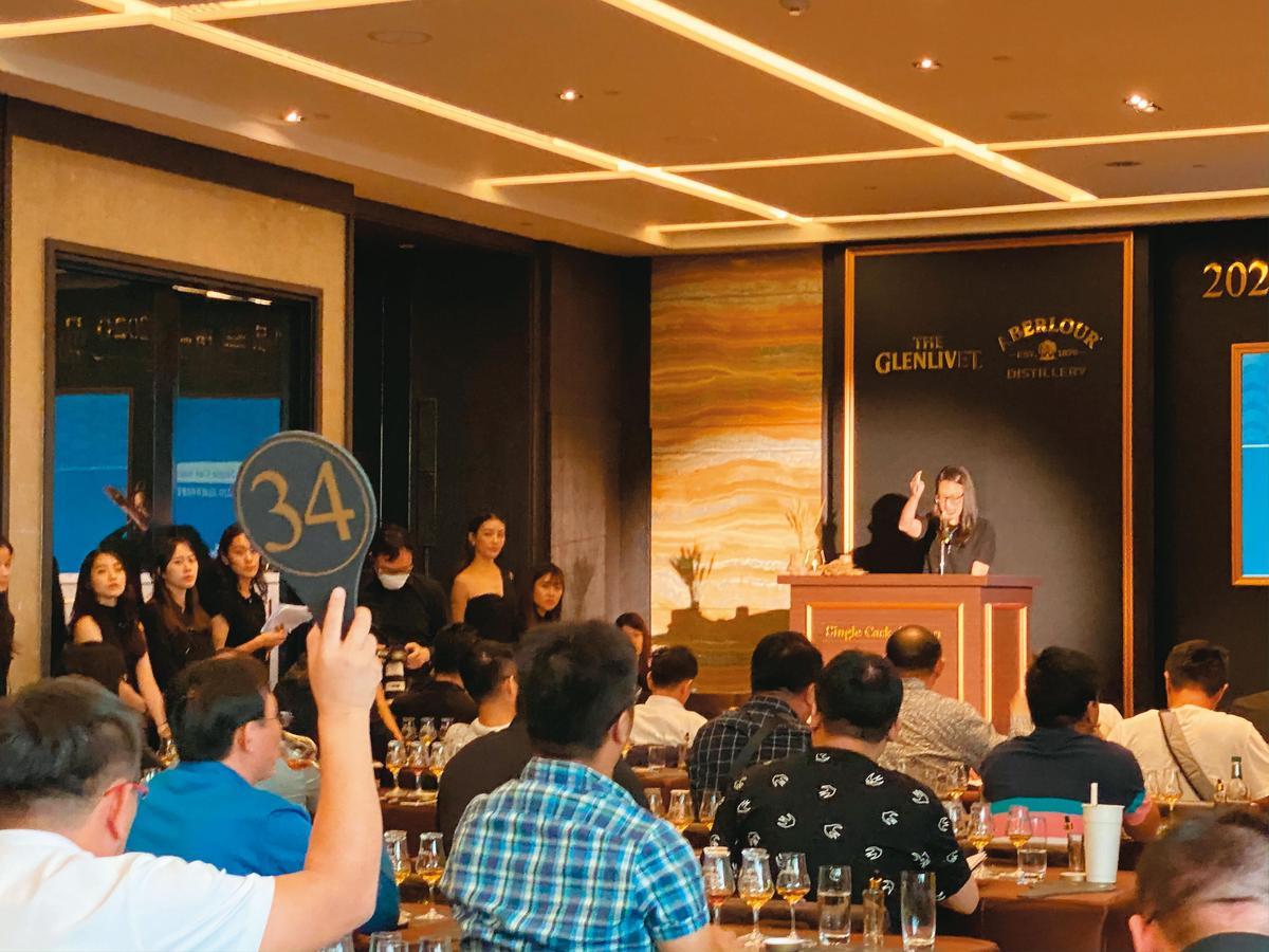 今年共有40位貴賓列席參與拍賣,總成交金額逾1,800萬元,再創紀錄。