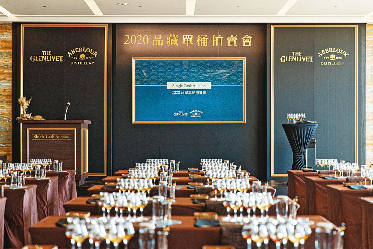 當天下午,林酒店的總統套房,搖身一變,成了典雅且專業的拍賣場地。