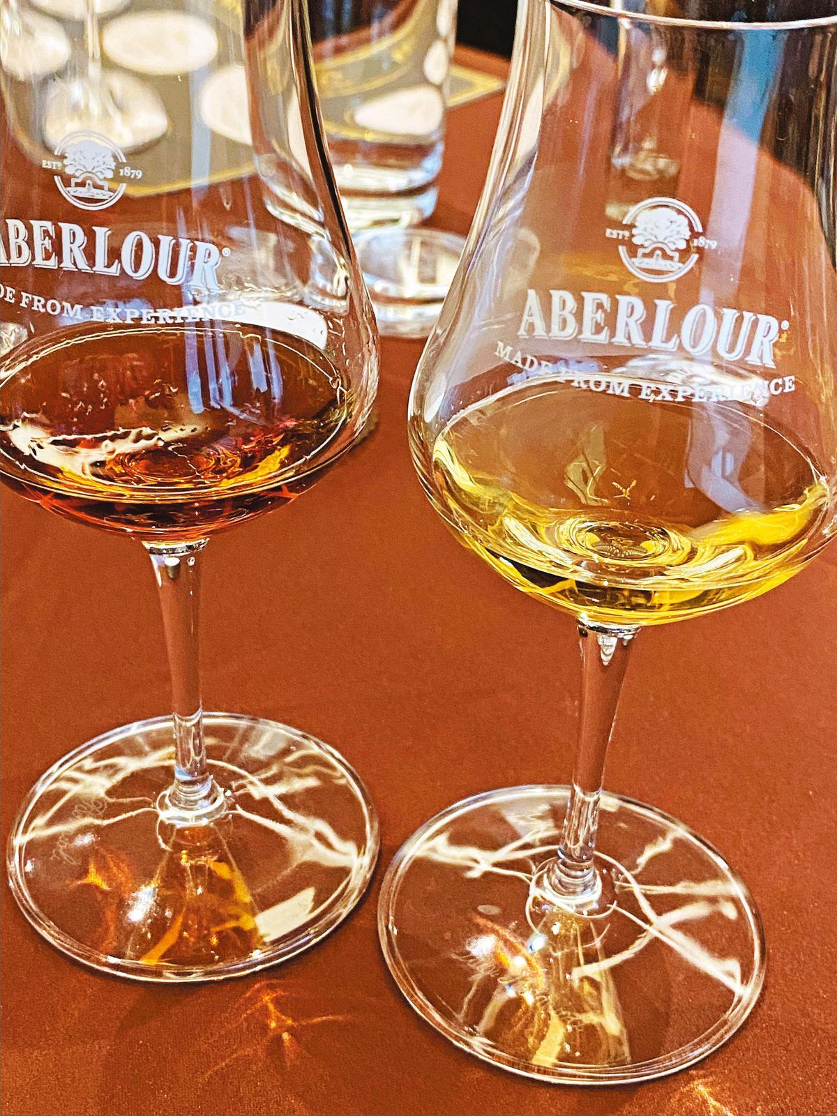 下半場的主角是亞伯樂,分別是21年單桶原酒(左),以及27年單桶原酒(右)。