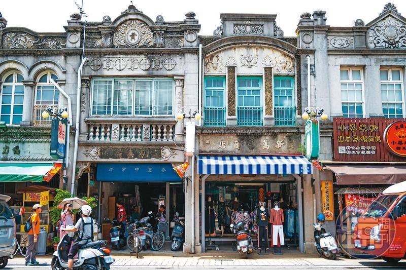 新化老街巴洛克式建築立面,保存十分完整。