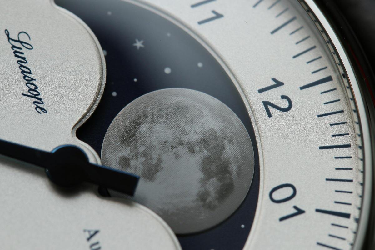 MeisterSinger的大月相功能,月亮與背景銀河星空的質感相當到位。