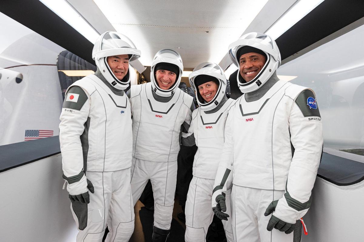 執行本次任務的4名太空人分別為美籍的葛洛佛(右起)、華克、霍普金斯和日籍的野口聰一,他們計劃在國際太空站停留6個月。(翻攝NASA臉書)
