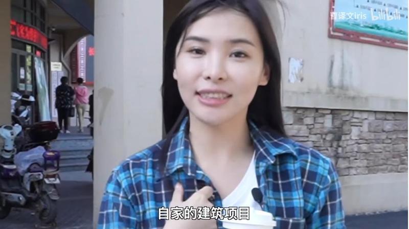 中國網紅曹譯文發佈「一日工地體驗」影片數度出現炫富行為,引發爭議。(翻攝自曹譯文iris Youtube)