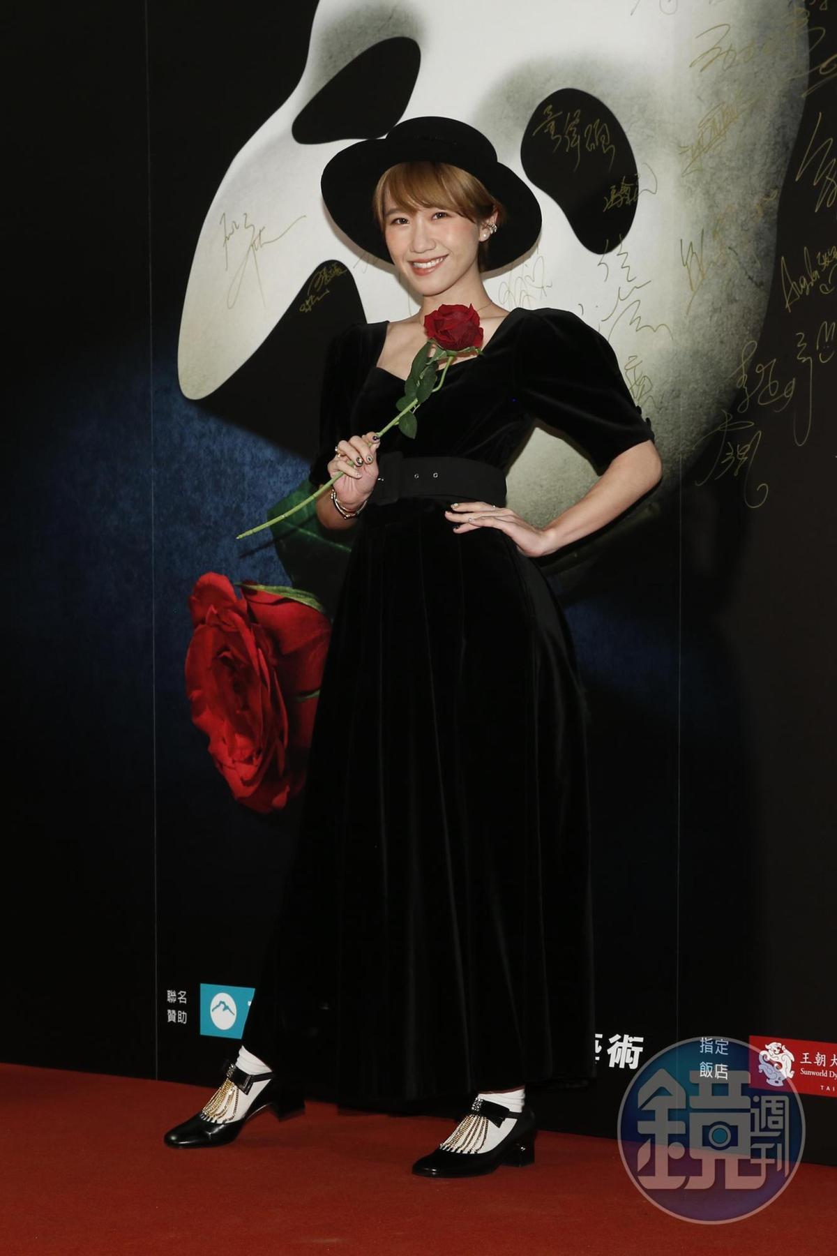 Lulu黃路梓茵為看音樂劇特別打扮,問及憲哥受傷她表示有傳訊關心。