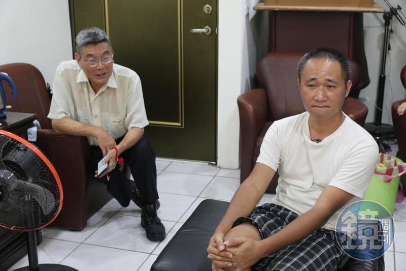 周子飛(右)9歲時被戴浙(左)收養,18歲時遭養父終止收養。如今2人仍有往來,但少不了長年累積的怨懟與齟齬。