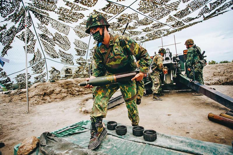 現行教召為5至7天,會依兵科安排專業課程,圖為砲兵專長的教召員進行操練,非當事人。(國防部提供)