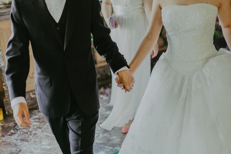 友人沒出席婚宴回禮只包1,600元,還稱「扣餐廳錢你倒賺」。(示意圖/pexels)