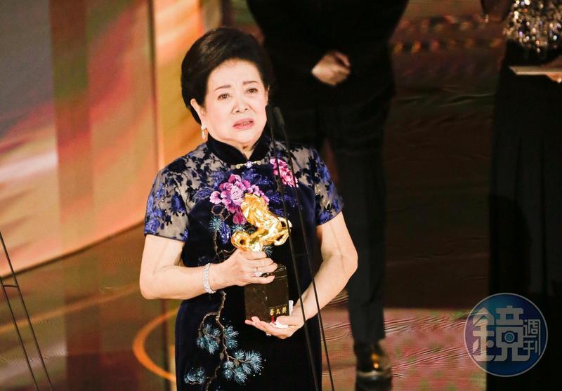 81歲第一次走金馬紅毯的資深演員陳淑芳,在57屆金馬獎囊括最佳女主角、最佳女配角兩大獎。