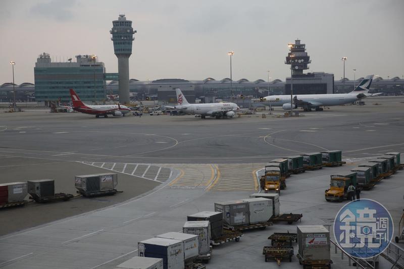 原本新加坡與香港達成旅遊泡泡協議,確定延後兩週。圖為香港機場。(本刊資料照)