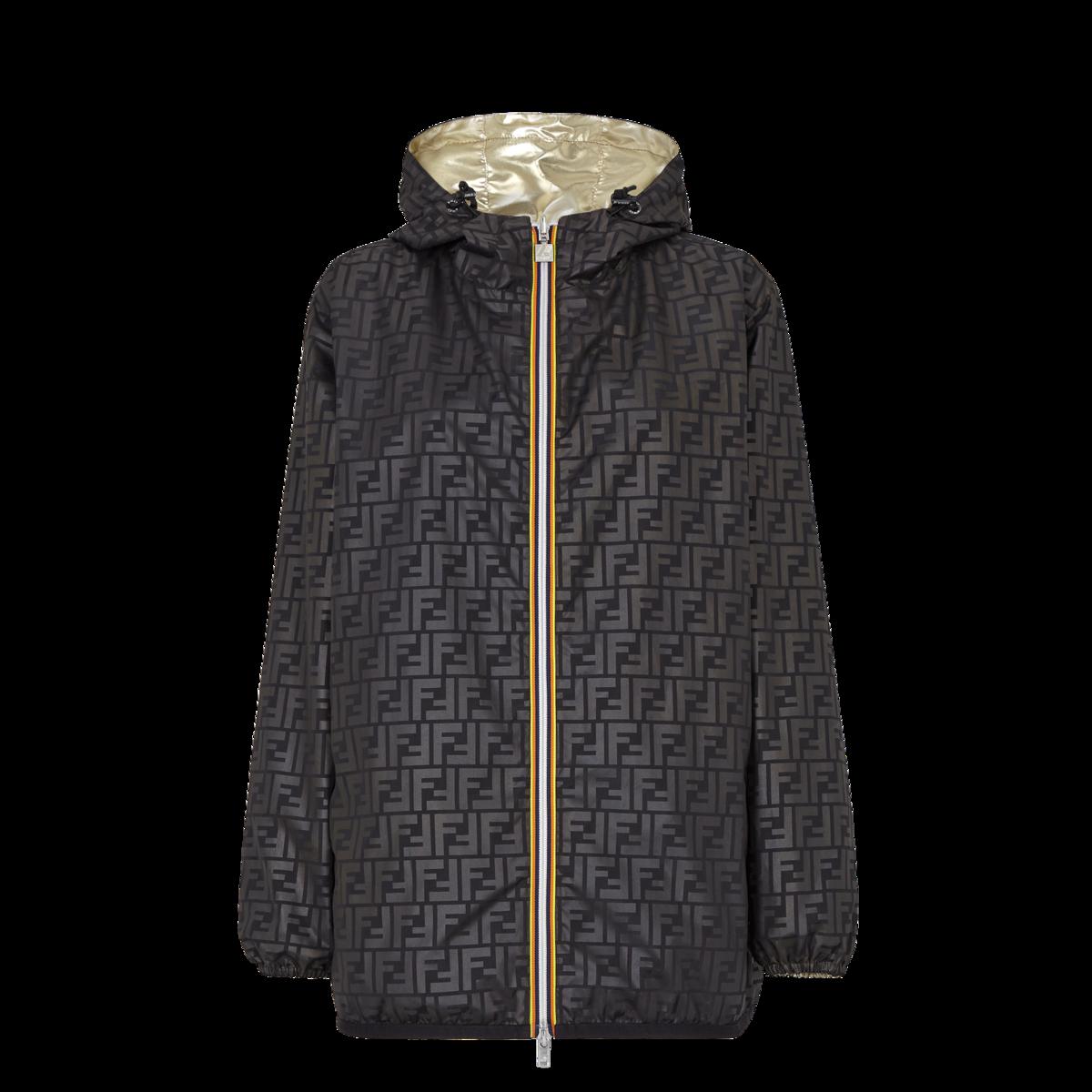 FENDI x K-Way 黑色 FF Logo 金色尼龍夾克Logo面 NT$60,900。(FENDI提供)